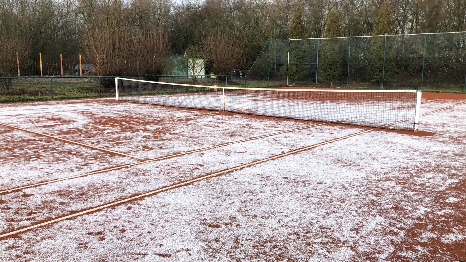 Tennis Schnee innen